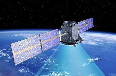 Японский спутник развалился в космосе