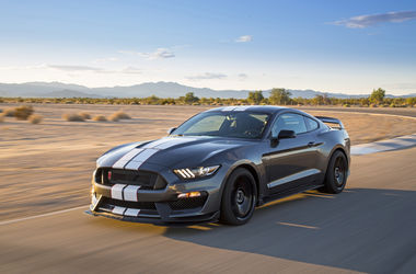 "<p><span>Ford Shelby GT350R Mustang. Фото: <span class=""irc_ho"" dir=""ltr"">motortrend.com</span></span></p>"