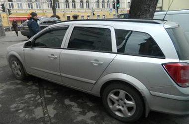 В Киеве задержали двух дерзких автоворов