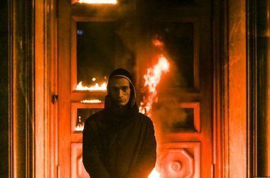 Художнику Павленскому продлили арест за поджог двери ФСБ
