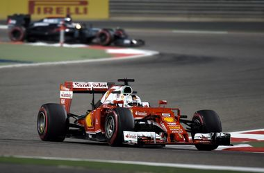 Феттель выиграл последнюю практику перед стартом Гран-при Бахрейна