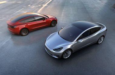Tesla представила свой новый бюджетный электромобиль Model 3