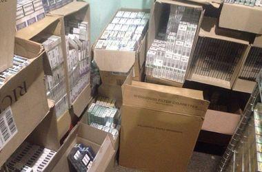 В Киеве изъяли крупную партию незаконных сигарет