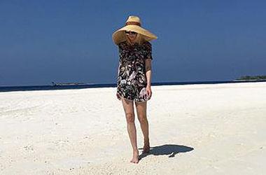 Яна Рудковская похвасталась фигурой в купальнике на отдыхе с Плющенко и подругой-моделью (фото)
