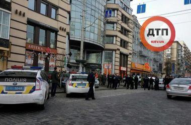 В центре Киева подожгли мусор и шины