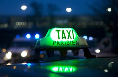 Французские таксисты пригрозили сорвать Евро-2016