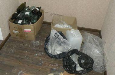 Под Киевом 21-летний парень готовил наркотики и хранил оружие