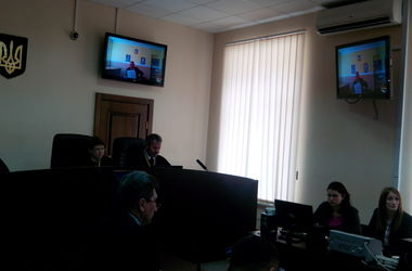 Освобождение Лозинского: экс-нардеп остался в колонии, а под судом проходит митинг