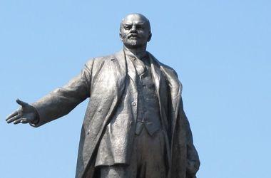 В Украине снесут 200 советских памятников