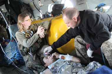 Как медики на вертолете спасли раненых в Авдеевке бойцов