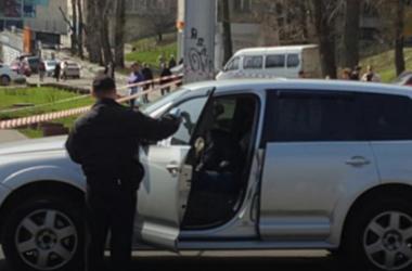 В Киеве расстреляли частного предпринимателя на внедорожнике – СМИ