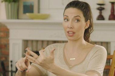Актриса Джессика Биль забавным способом порадовалась огромному числу поклонников