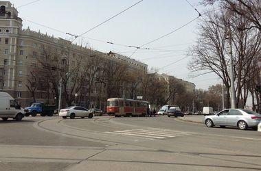 """В Харькове трамвай скинул """"рога"""""""