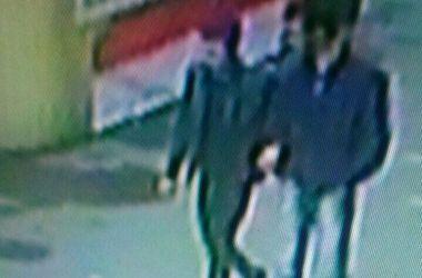 В Киеве двое парней ограбили незрячую пожилую женщину