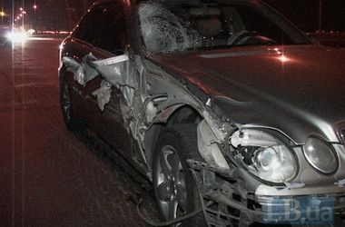 В Киеве на Московском мосту пьяный водитель сбил отца двоих детей