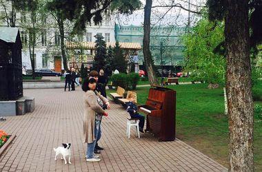 В Киеве на Подоле появилось уличное пианино