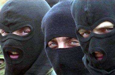 В Харькове вооруженные люди в балаклавах напали на случайных встречных