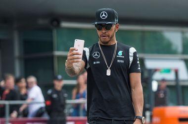 Чемпион Формулы-1 Хэмилтон оштрафован на пять позиций на старте следующей гонки