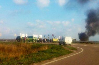На Волыни зажгли шины: перекрыта трасса Киев-Ягодин