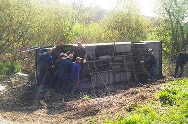 В Хмельницкой области у рейсового автобуса на ходу оторвалось колесо