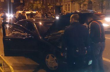 Ночью в Киеве задержали банду воров элитных авто