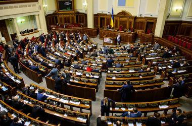 Народным депутатам Украины в три раза увеличили зарплаты