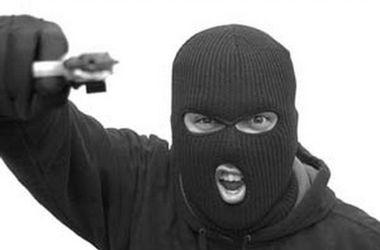 5 бандитов в масках ворвались в дом бизнесмена в Одесской области: супругов пытали
