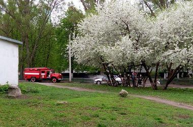 В Харькове возле школы вспыхнул автомобиль