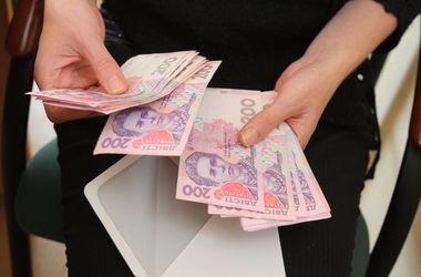 Украинцам обещают удвоить минимальные зарплаты и пенсии