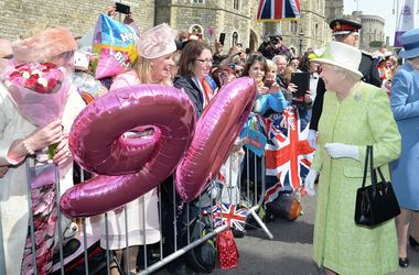 <p>Королева Елизавета II продолжает получать поздравления, фото AFP</p>