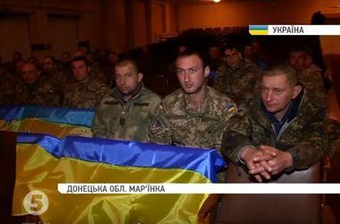Жители Марьинки устроили для бойцов концерт в благодарность за оборону города