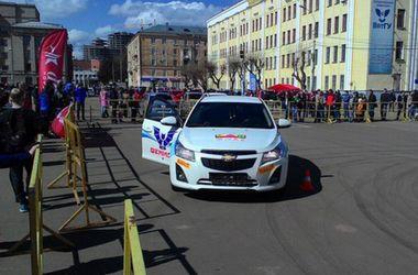 В России гоночный автомобиль во время ралли въехал в толпу зрителей