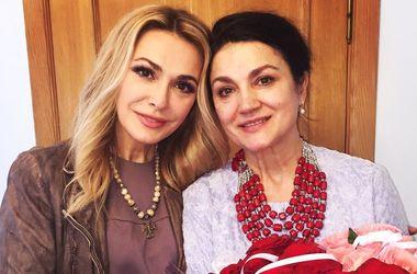 Наталья Сумская в компании семьи отметила 60-летие (фото)