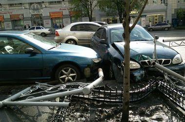В Харькове снесли забор под стенами мэрии