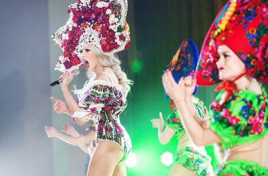 Оля Полякова потеряла платье прямо на сцене