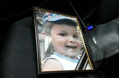 """Под Киевом похоронили трехлетнего малыша, которого задавил """"Лексус"""""""