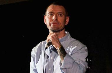 <p><span>44-летний музыкант. Живет в Киеве вместе с женой Светланой Зеленковской и 2-летним сыном Макаром.</span></p>