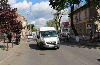 В Ужгороде микроавтобус  на глазах матери насмерть сбил  4-летнего мальчика