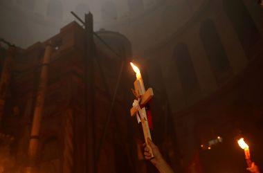 Благодатный огонь сошел на землю: невероятные фото