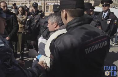В Санкт-Петербурге задержали участников марша с символикой ЕС