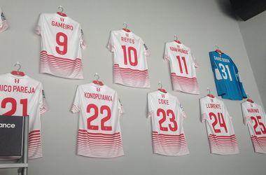 Футболки Коноплянки в Севилье продают по 45 евро
