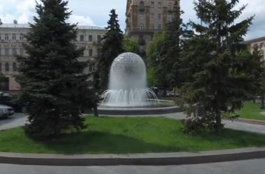 Как выглядят фонтаны в центре Киева с высоты птичьего полета