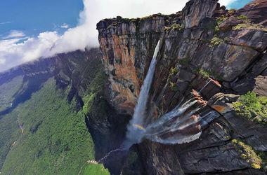 Невероятное видео: самый высокий водопад в мире сняли с беспилотника (видео)