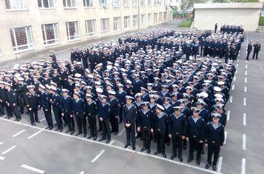 В Одессе курсанты морской академии прошлись улицами города