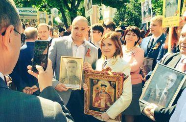 Няша-Поклонская с иконой на параде насмешила соцсети