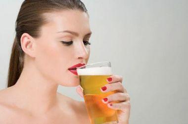 Ученые назвали самый губительный напиток для женщин