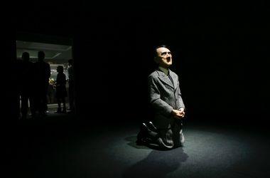 Статуя Гитлера на коленях ушла с молотка за $17 миллионов