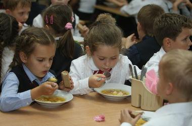 Ученые выяснили, как можно приучить детей к правильному питанию
