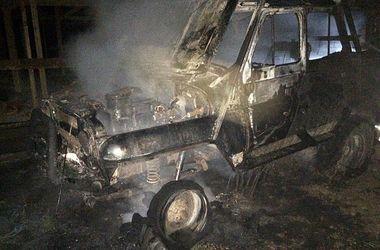 В Закарпатском селе сгорели четыре авто: есть пострадавший