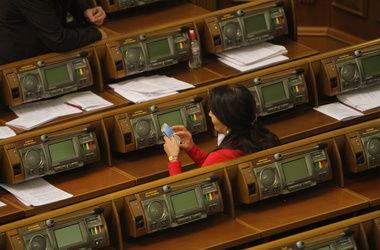 С сегодняшнего дня депутатам-прогульщикам начинают урезать зарплаты
